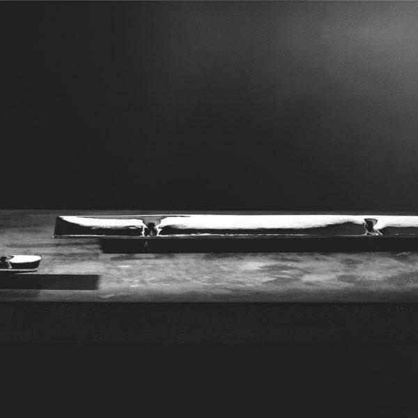 Metallia - Lario e Tenno design Tamar Ben David Vassoio decorativo in peltro