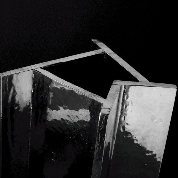 Acqua di Lago Ettore Sottsass - vaso in peltro (dettaglio) NUMA Just For Flowers