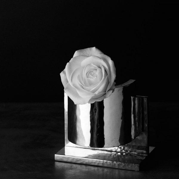 Acqua di Rosa Ettore Sottsass - vaso in peltro NUMA Just For Flowers