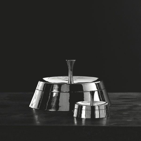 Metallia - Galatea (grande) e Nisa (piccola) Scatole in peltro Design Giovanni Levanti