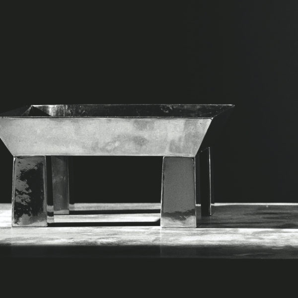 Metallia - Basilio design Ettore Sottsass Centro Tavola - Porta Frutta - Tavola - Alzata