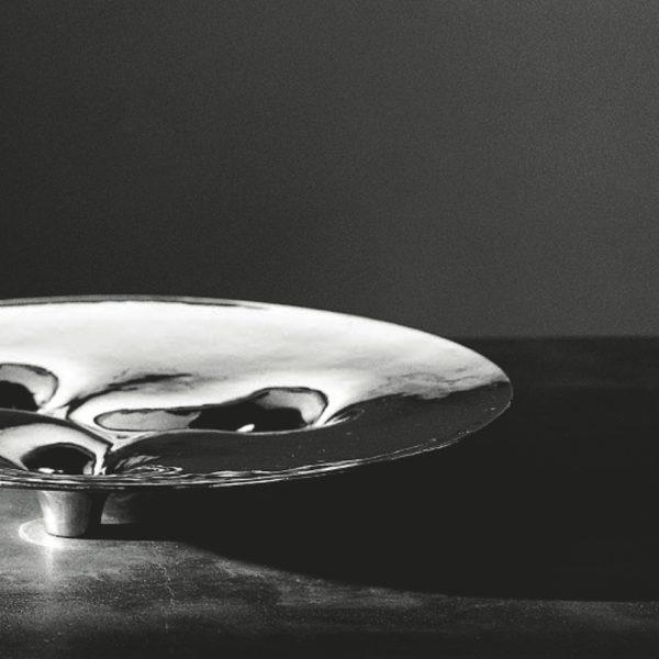 Metallia - Ledro design Tamar Ben David Vassoio decorativo in peltro